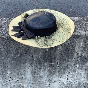 Whittail and shon hat